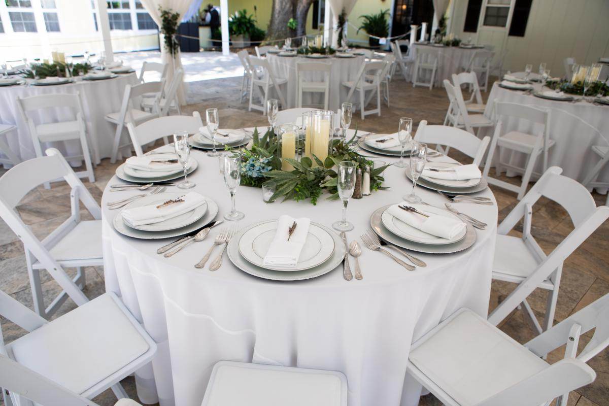 The table setting for Isabela and Zach's reception