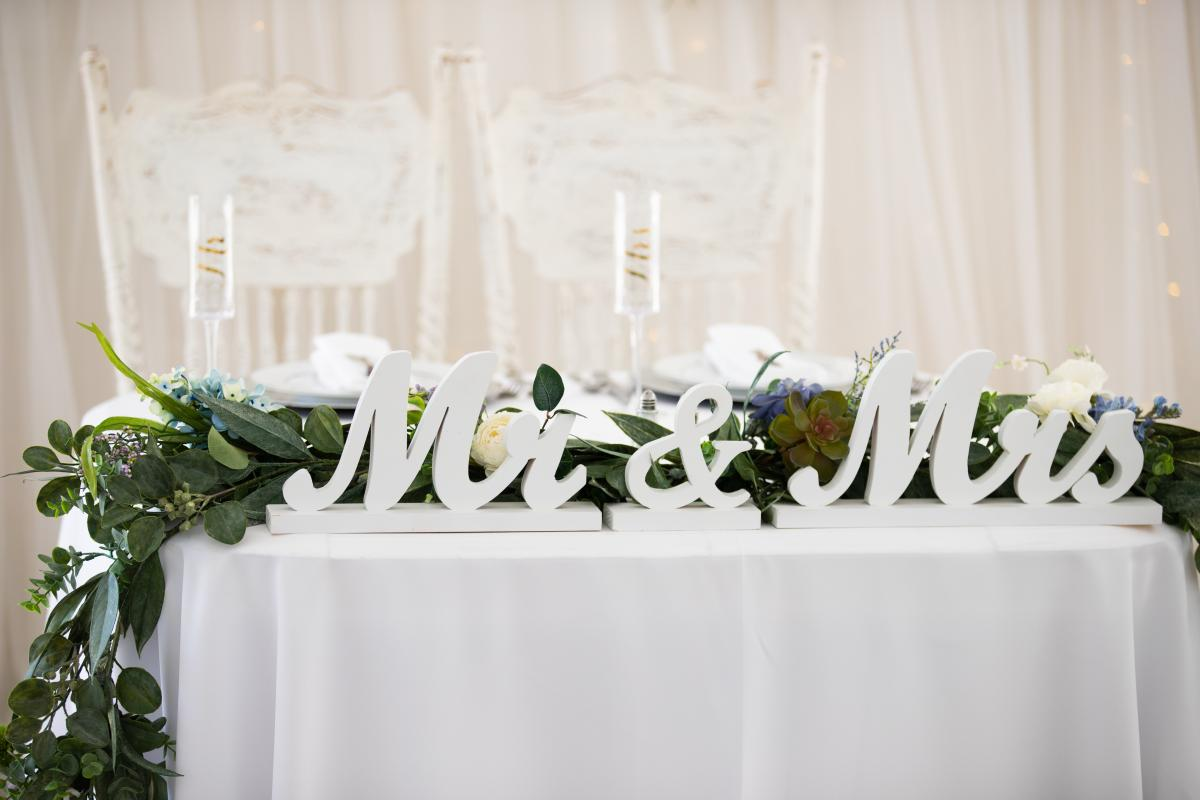 Isabela and Zach's sweetheart table