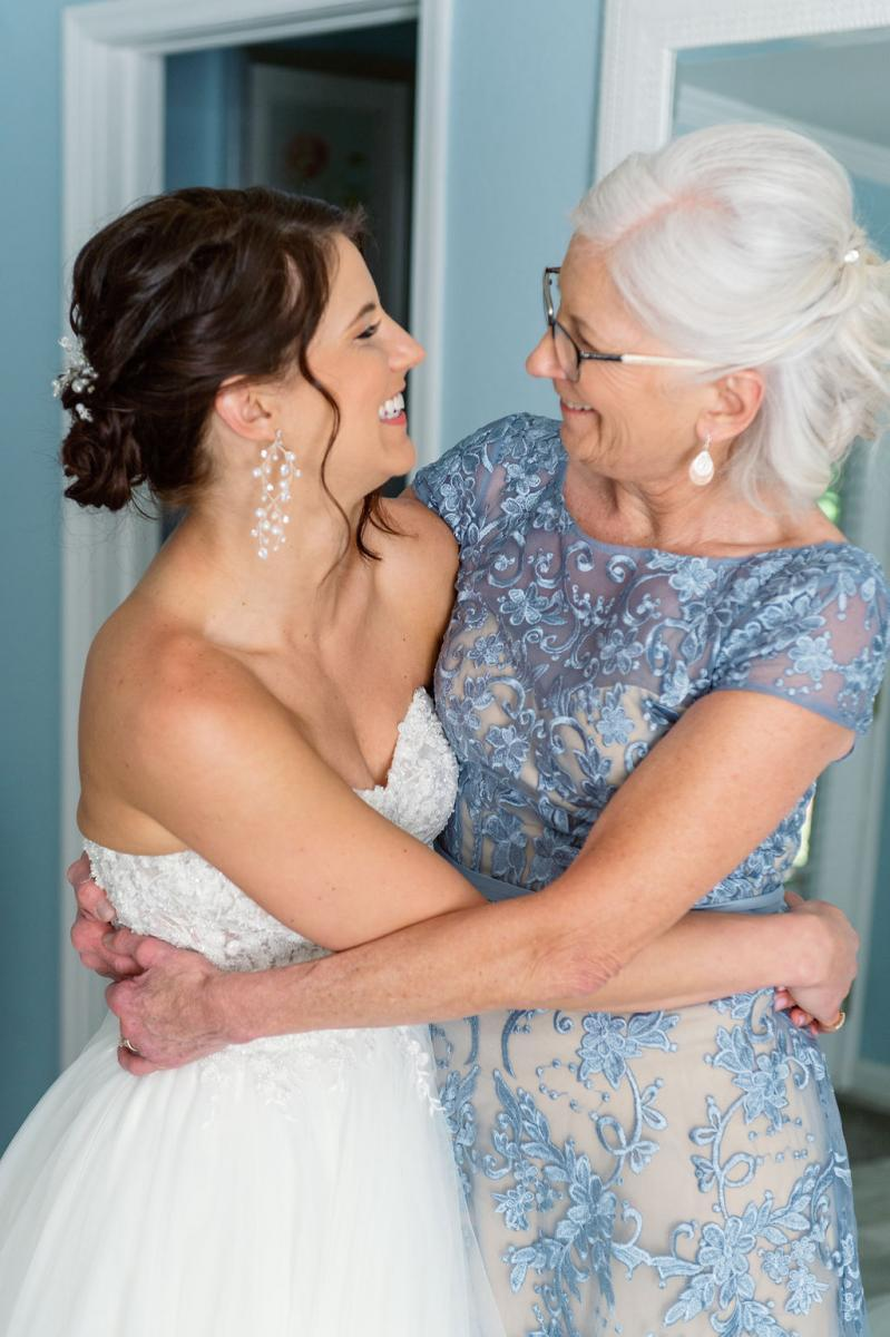 Sweet looks between a mother and the bride