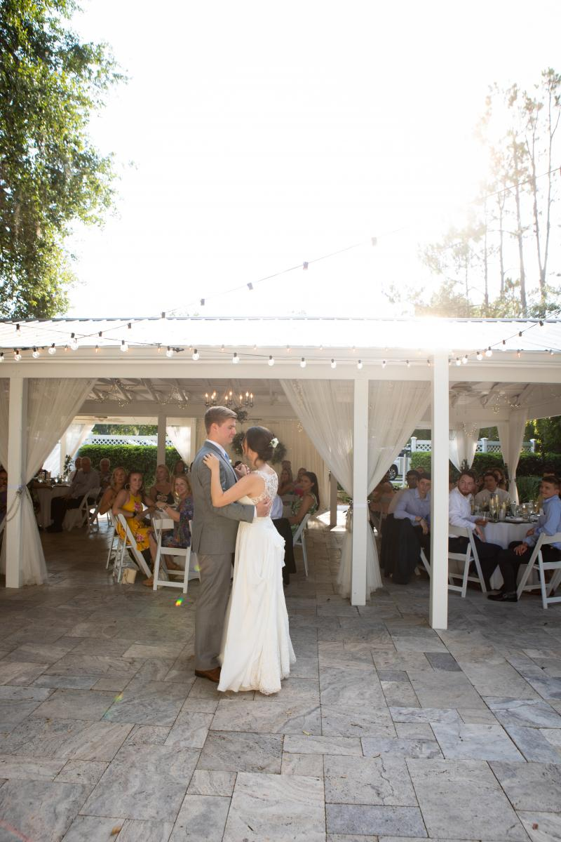 Isabela and Zach's first dance