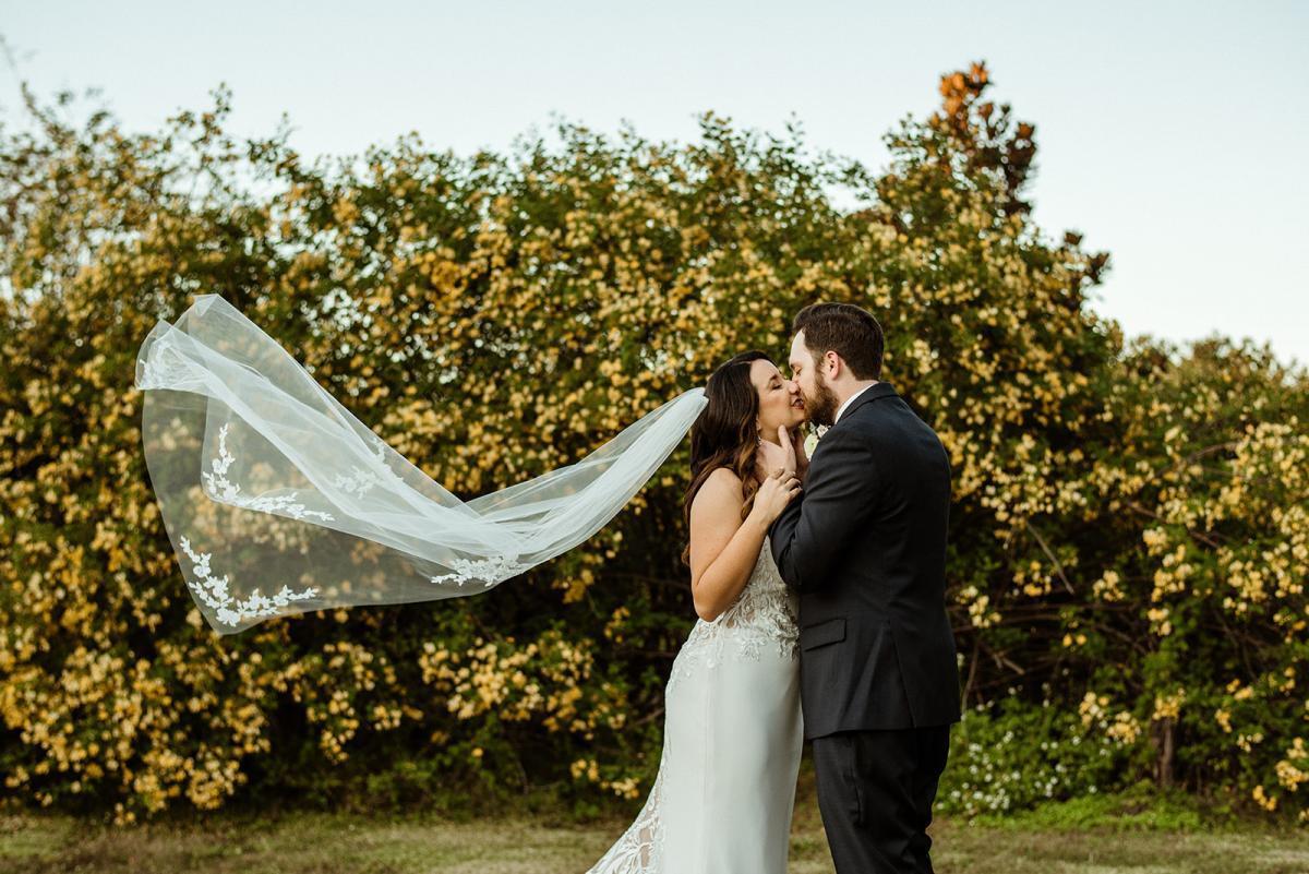 Romantic wedding day photos