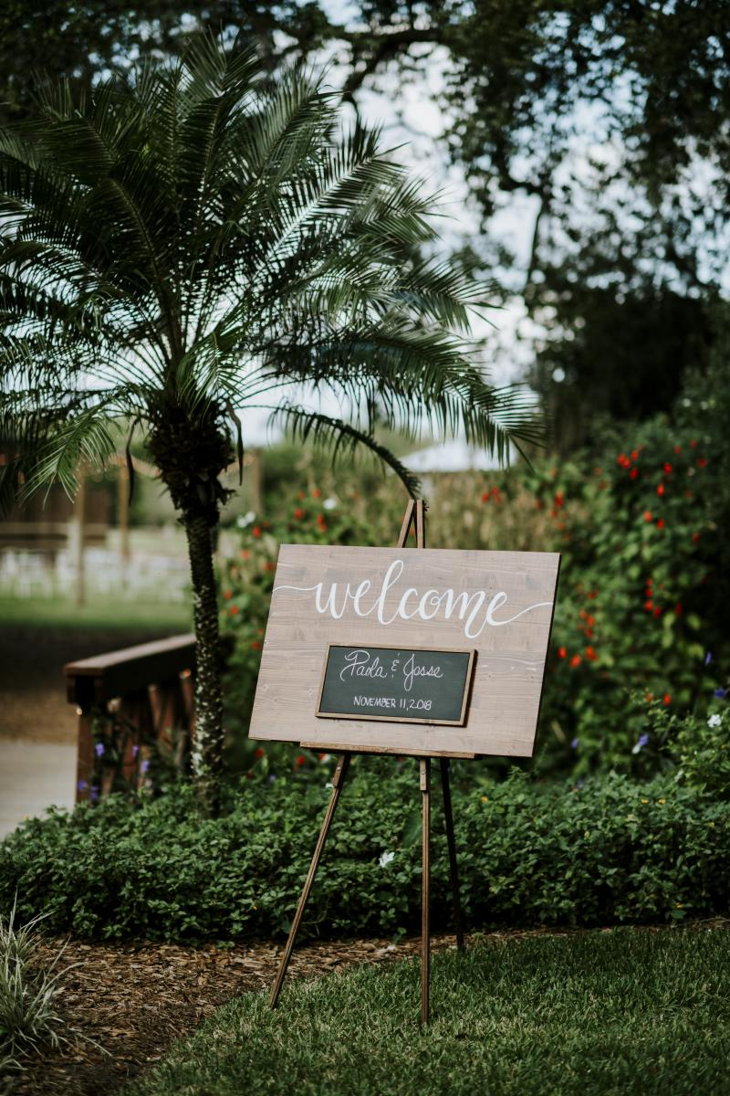 Welcome sign at Paola and Jesse's wedding