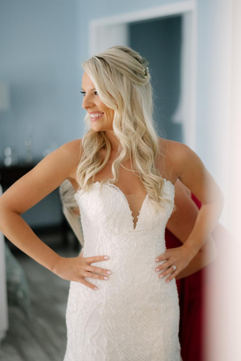 Sweetheart deep v-neck wedding dress