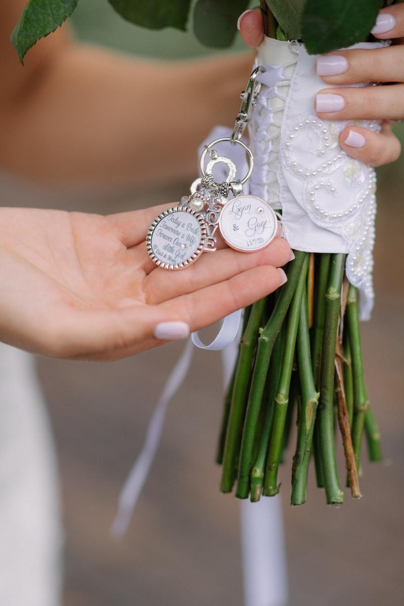 Wedding bouquet accessories
