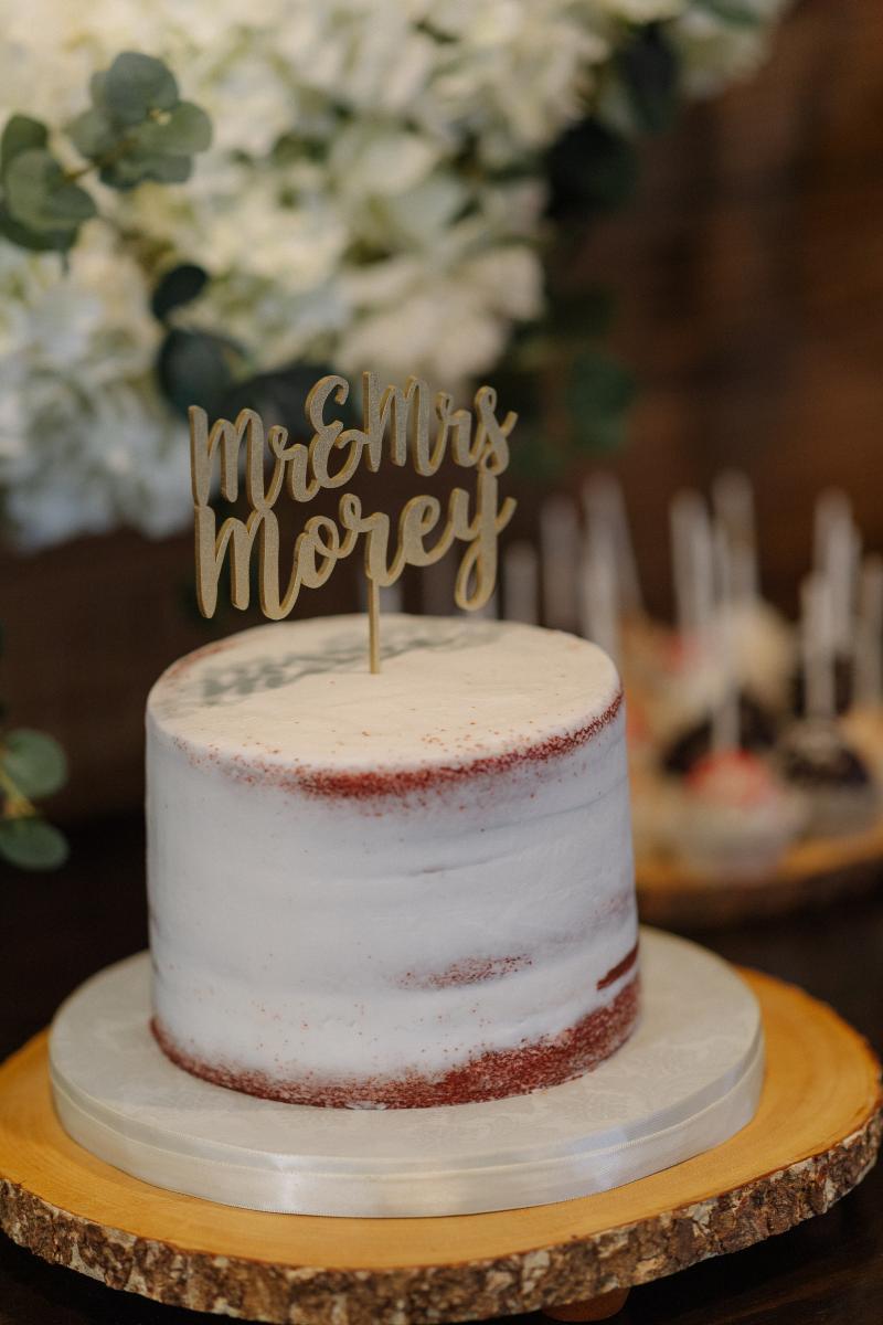 Minimalistic wedding cake