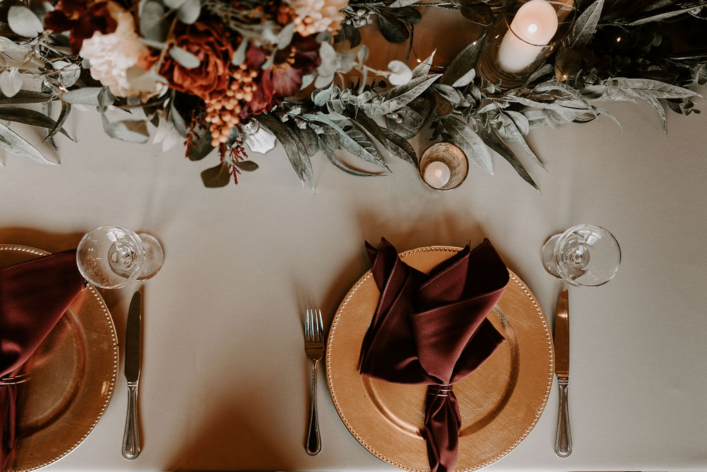Woodsy autumn wedding decor