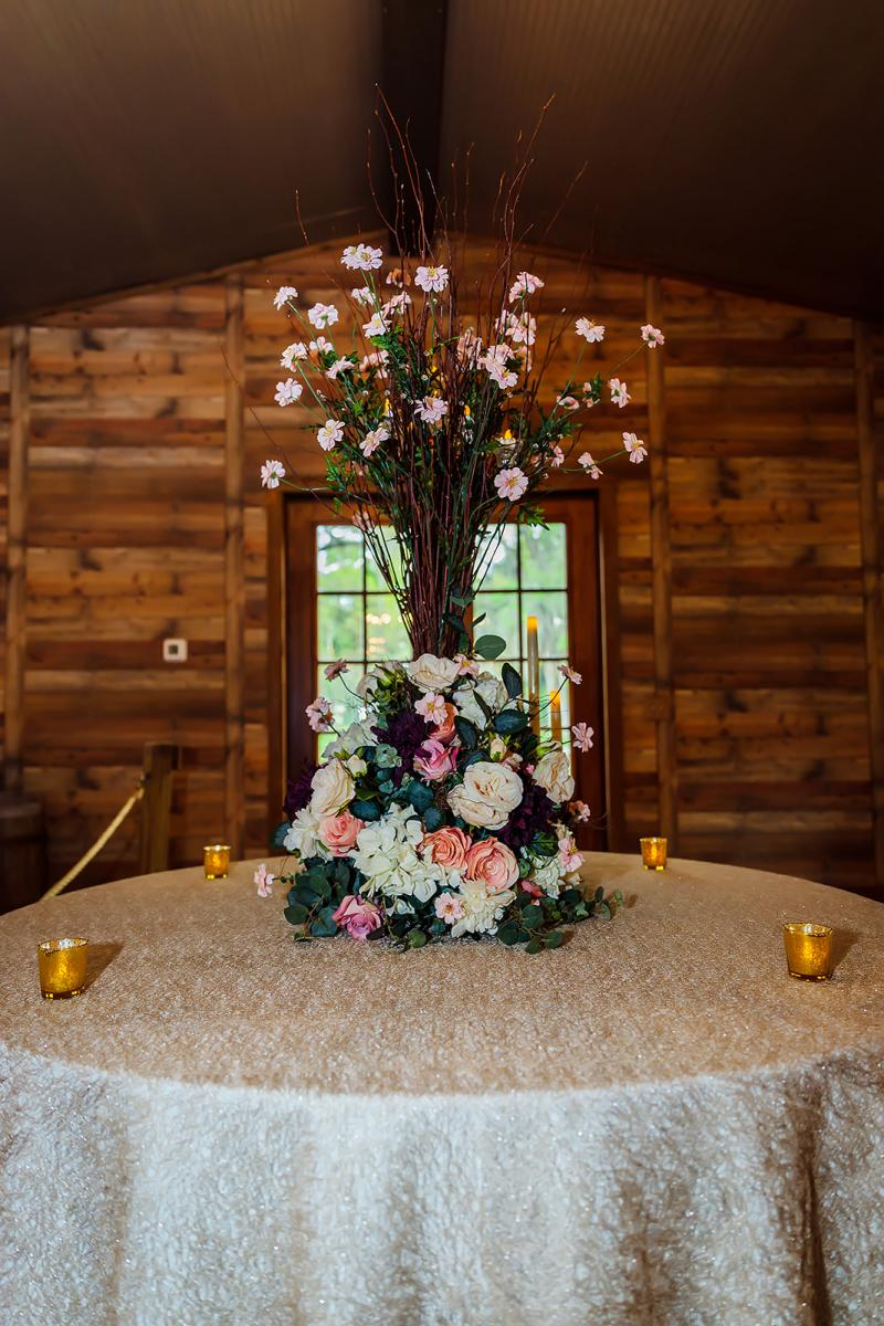 Andreina + John's entrance table to the Carriage House Stable