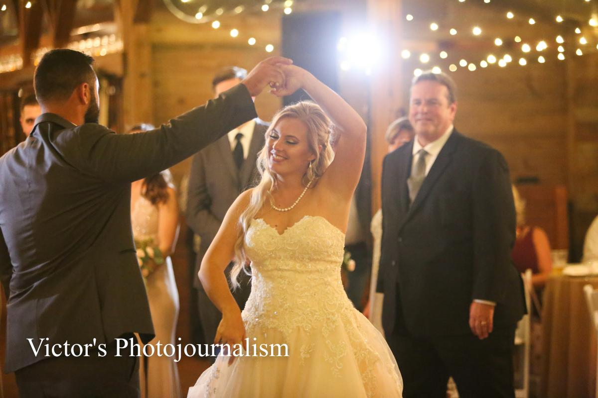 Jenna and Jeremy dancing the night away