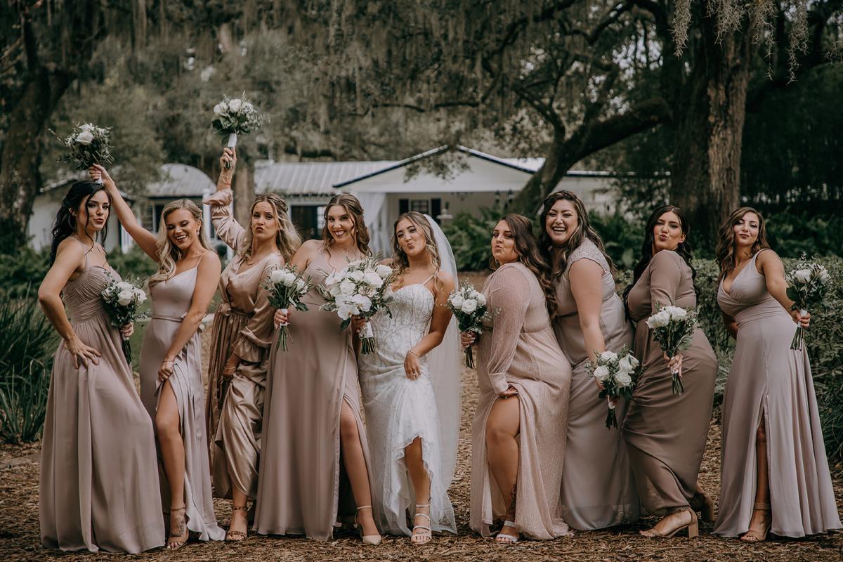 Fun bridesmaid wedding photo ideas