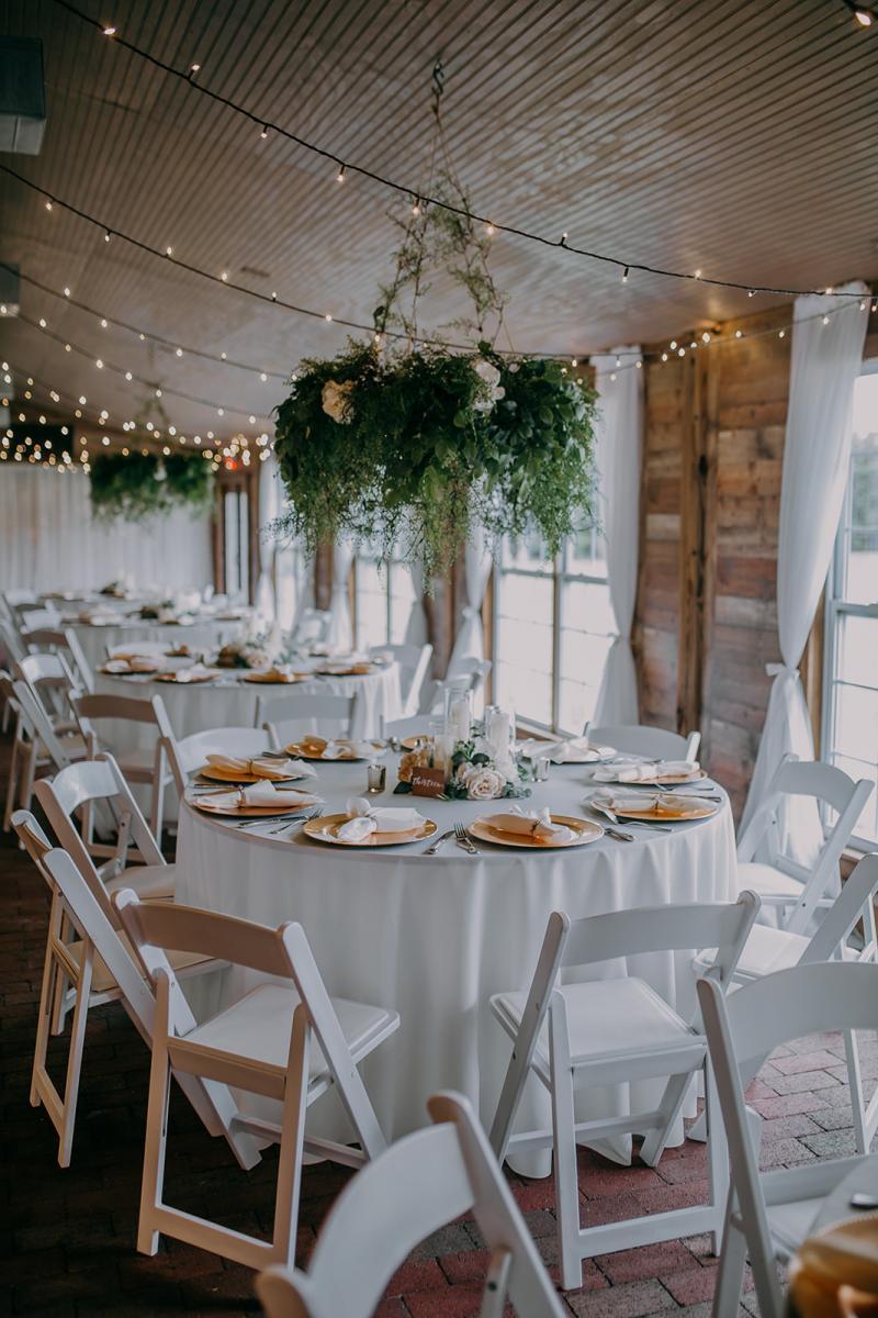 Minimalistic romantic wedding reception