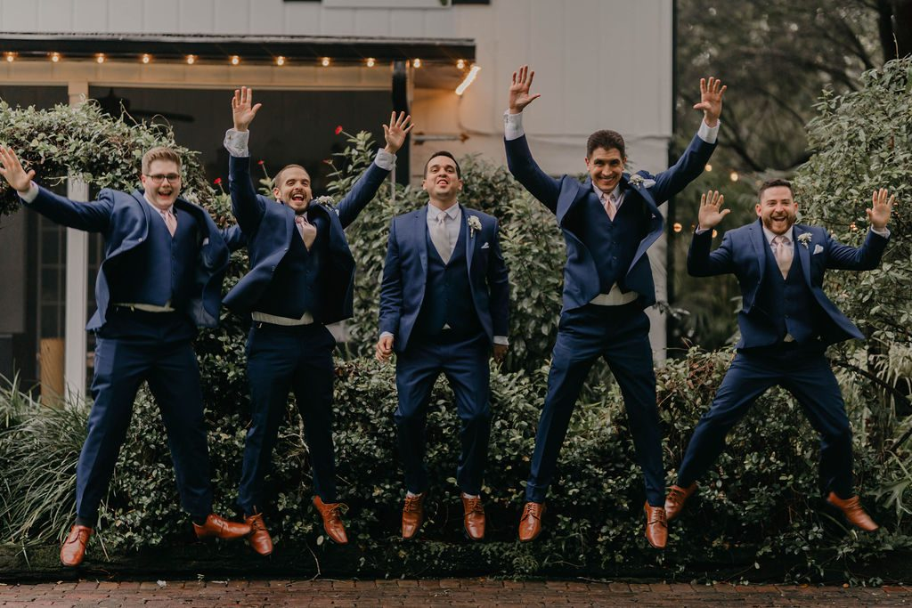 Groomsmen wedding photo ideas
