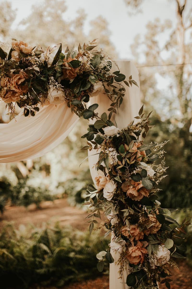 Neutral toned wedding flowers