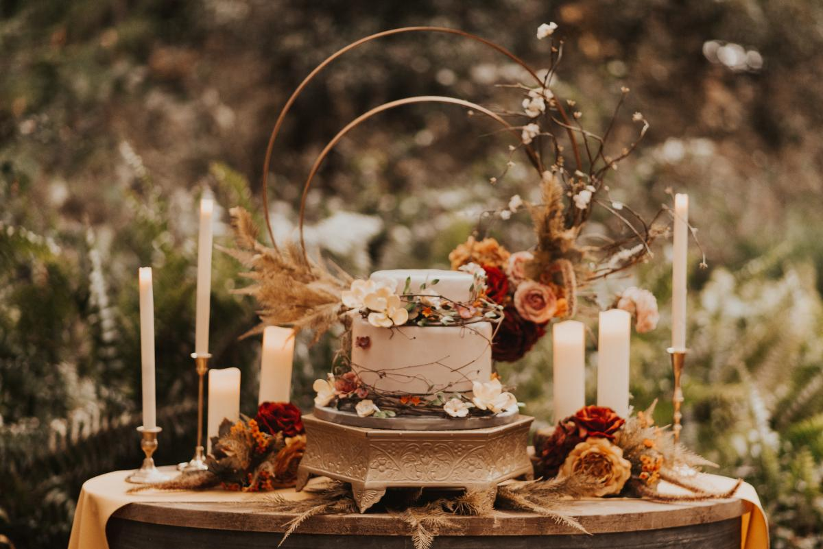 Boho wedding cake display
