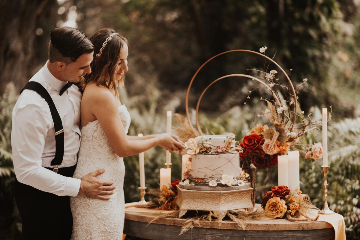 Boho wedding cake decor