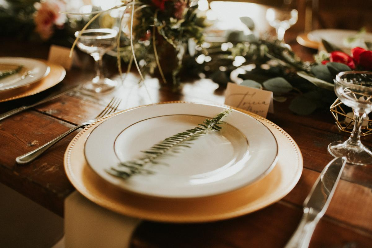 Guest table details and decor