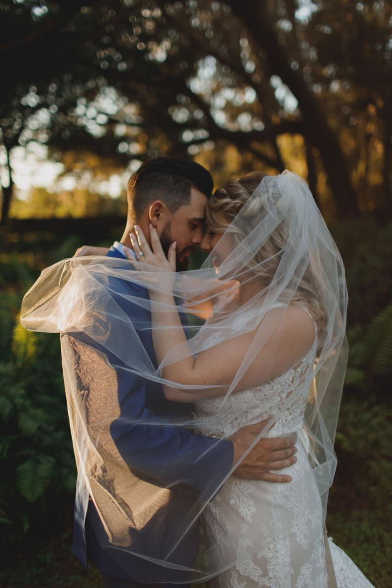 Wedding veil photos with the couple