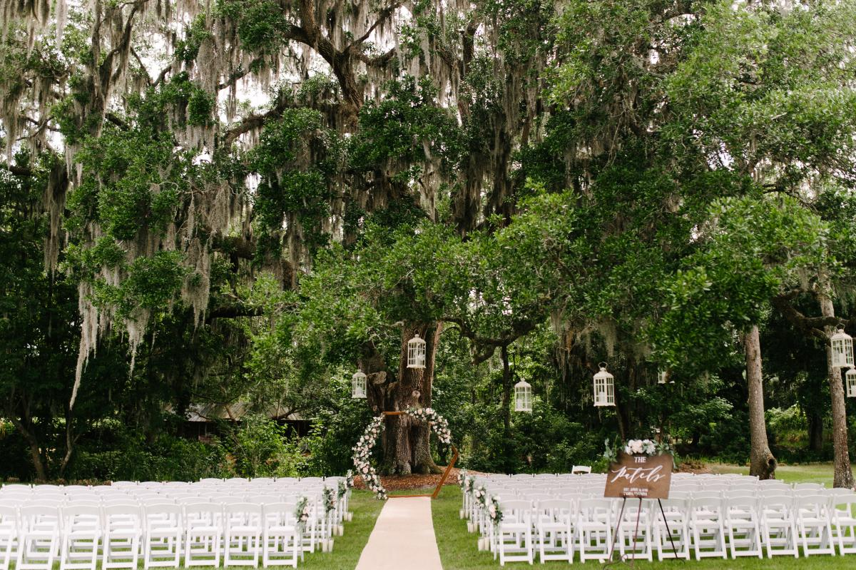 modern Florida ranch wedding ceremony at the oak tree