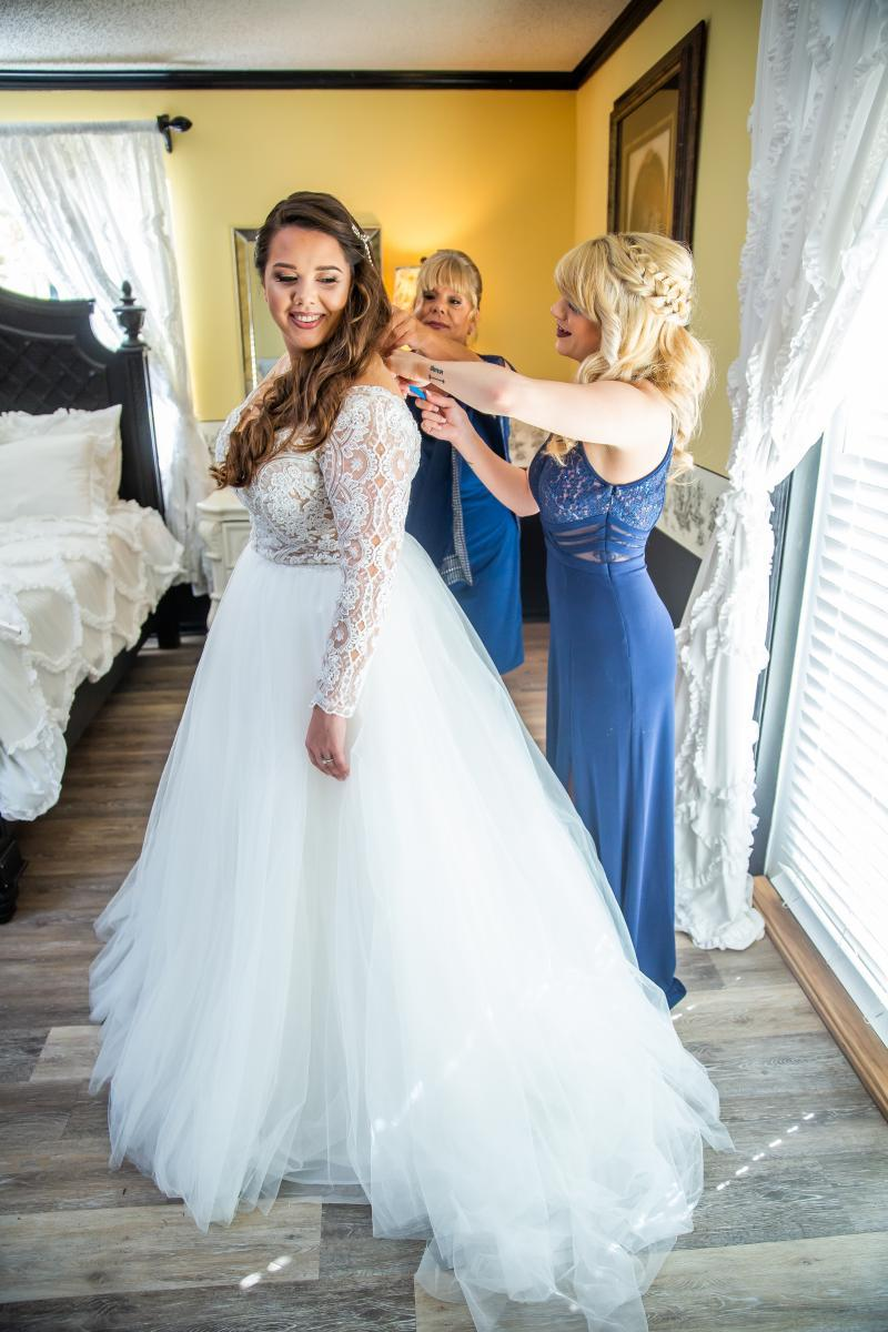 Taylor getting ready in her Hayley Paige wedding gown