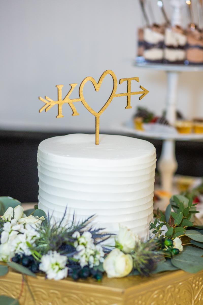 Simple wedding ake
