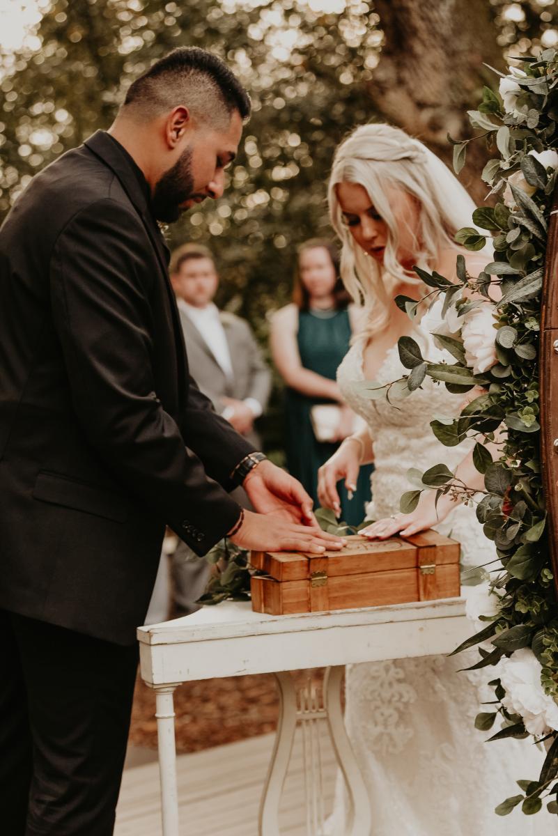 Wine box unity during wedding ceremony