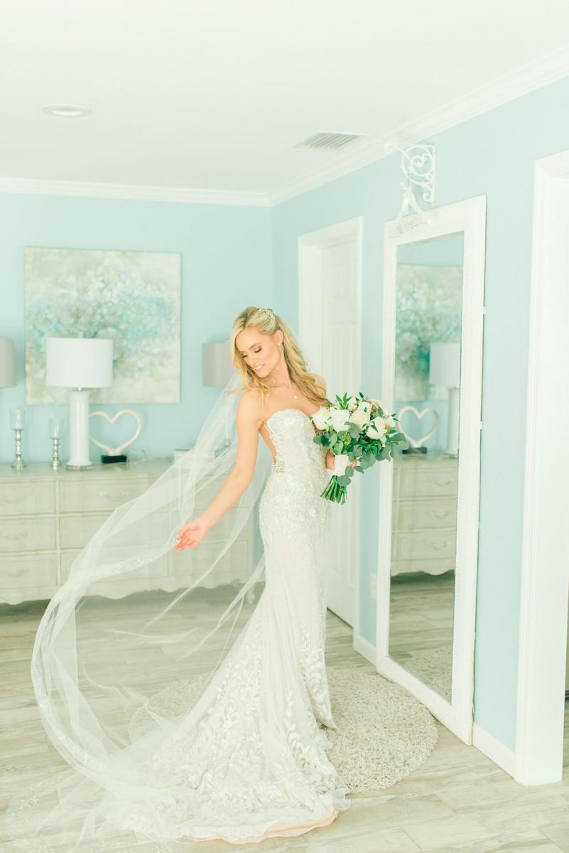 Sinnikka in her wedding dress and veil