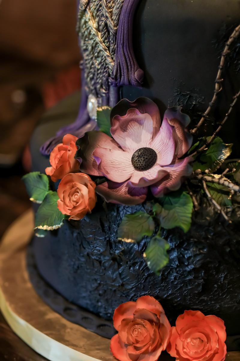 Flowers on the moody boho cake