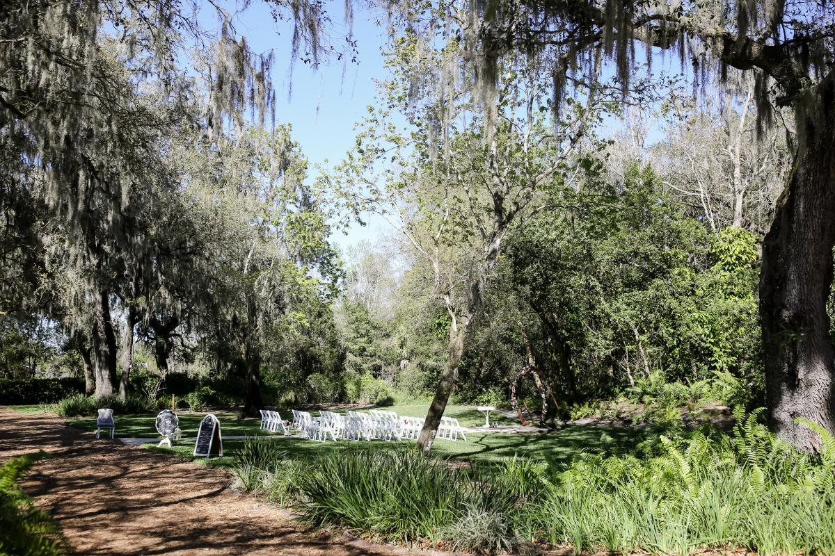 Outdoor garden wedding in Florida