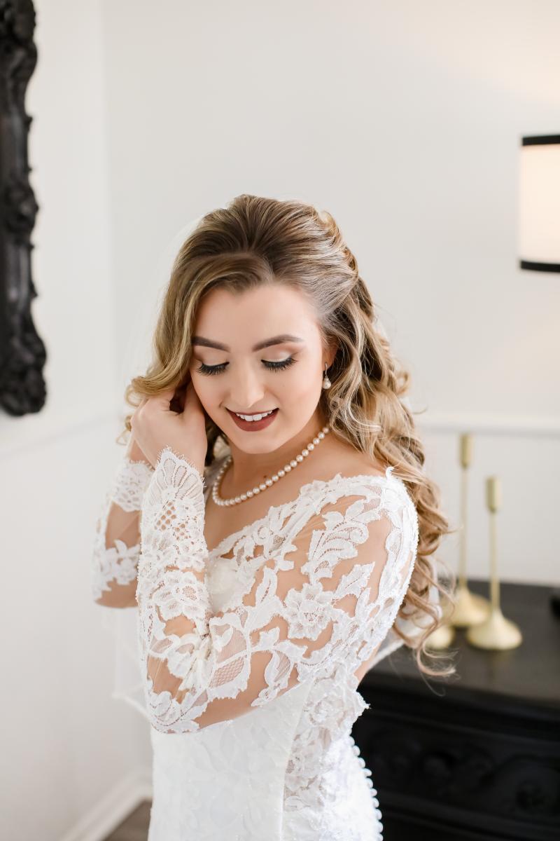 Elegant long sleeve lace wedding gown
