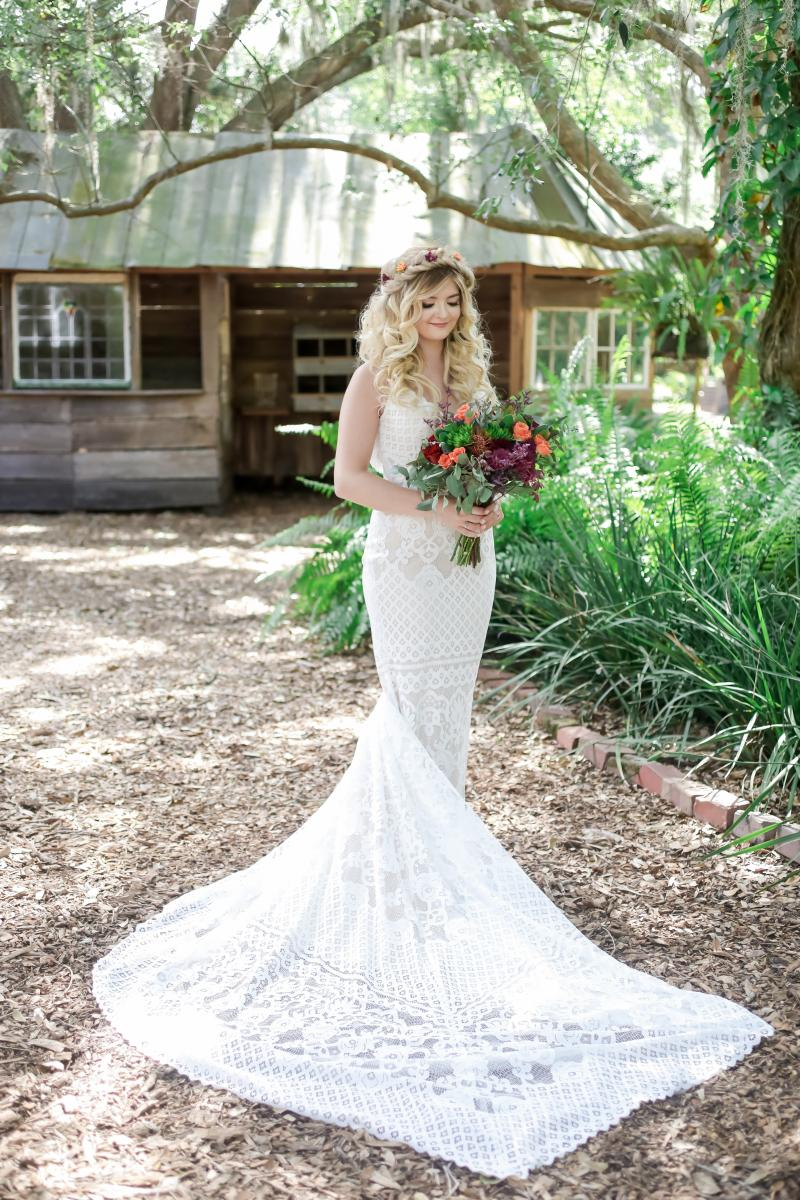 Boho dress and bouquet