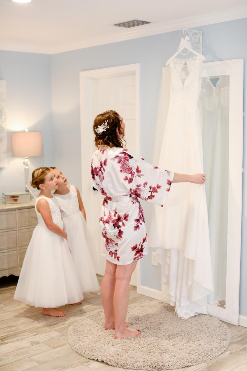 Getting ready portraits with the bride
