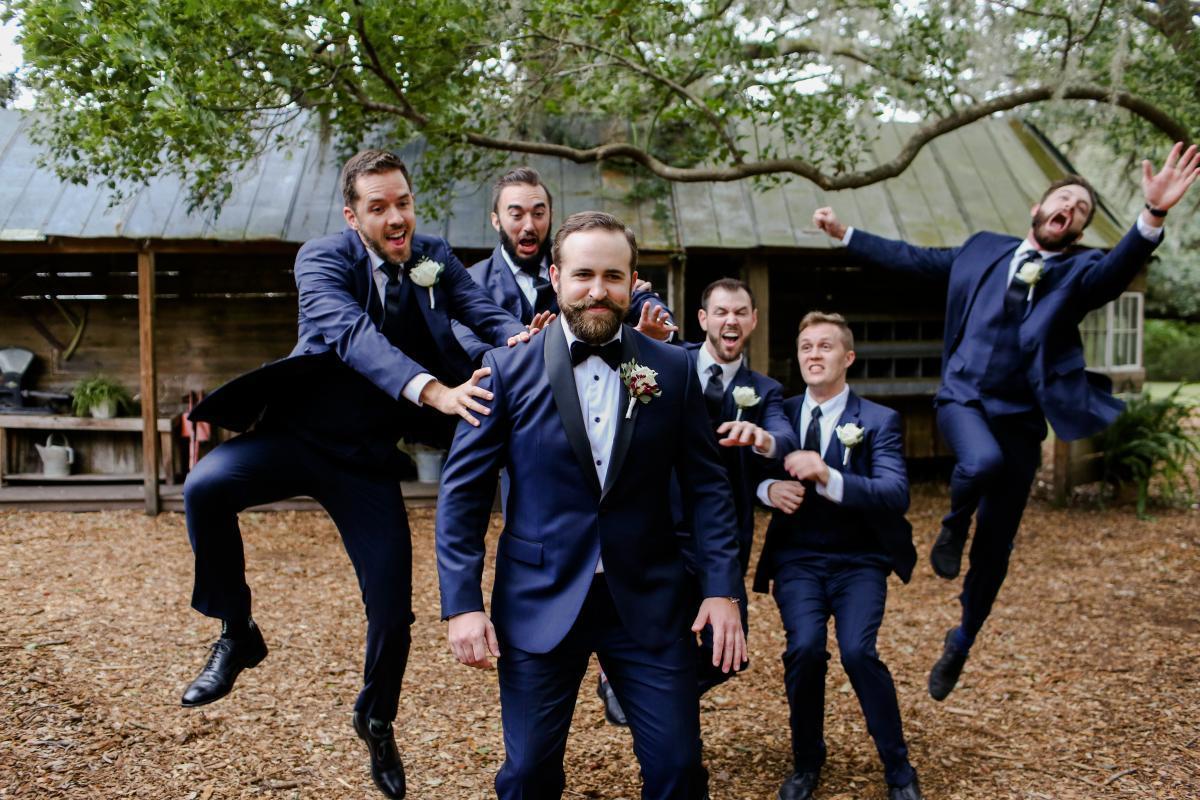 Fun groomsmen pictures