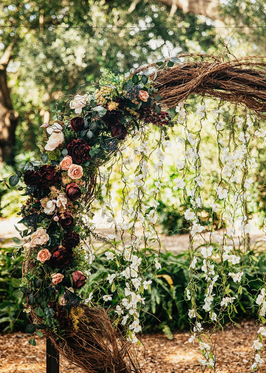 The grape vine wreath ceremony decor