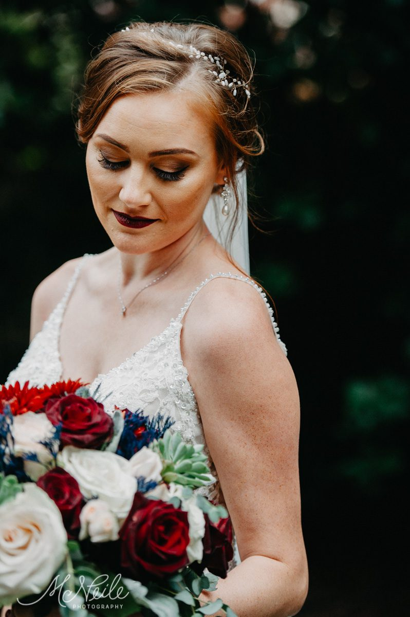 Sarah looked gorgeous on her wedding day!