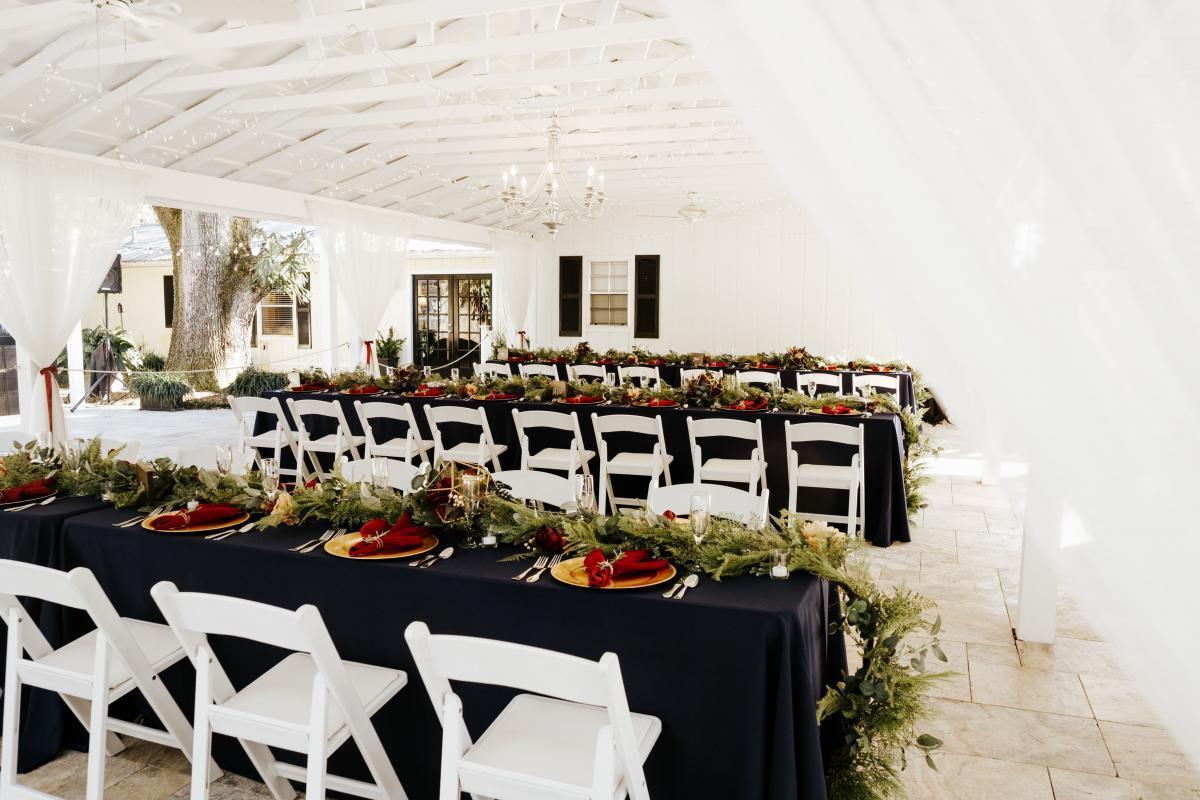 Cozy and dreamy winter wedding decor