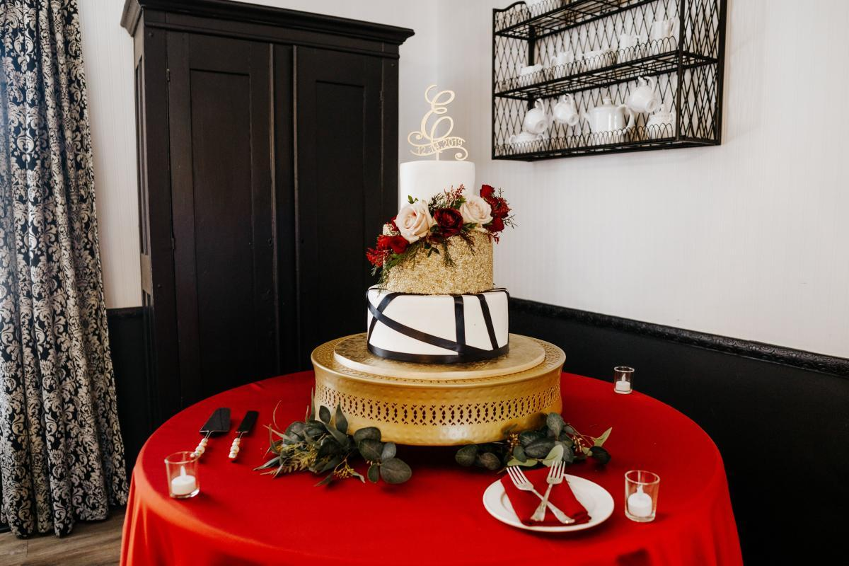Dreamy winter wedding cake by Alessi Bakery