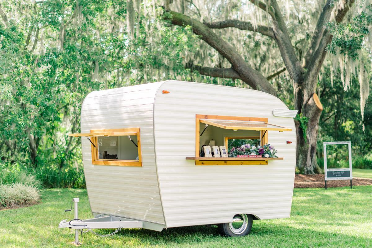 Wedding caravan for food and drinks