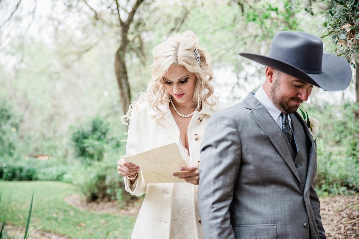 Letter exchange between the bride and groom
