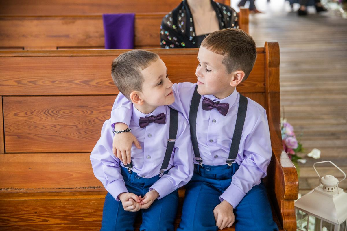 These two ring bearers are so cute!
