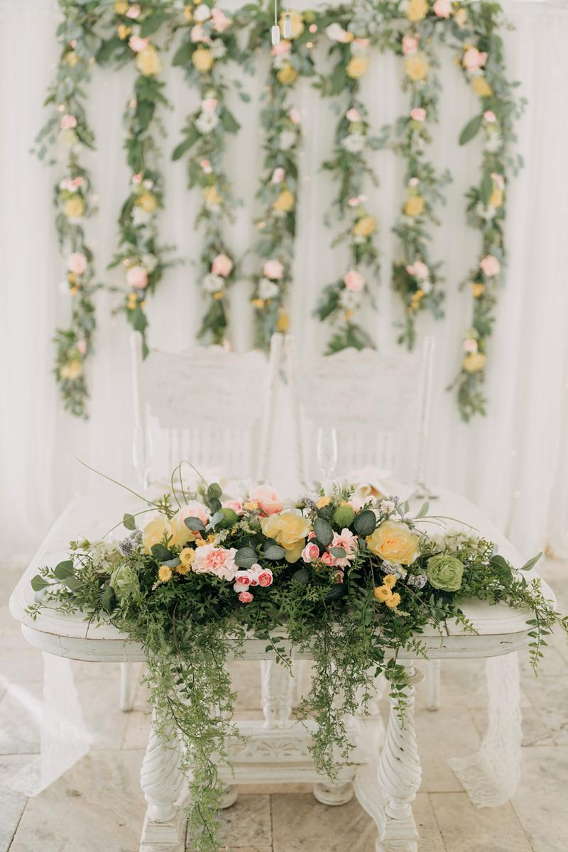 Garden inspired sweetheart table