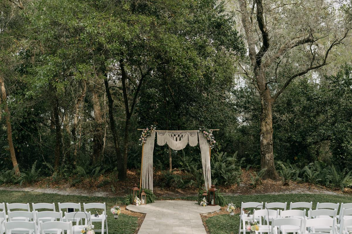 Boho vintage ceremony decor