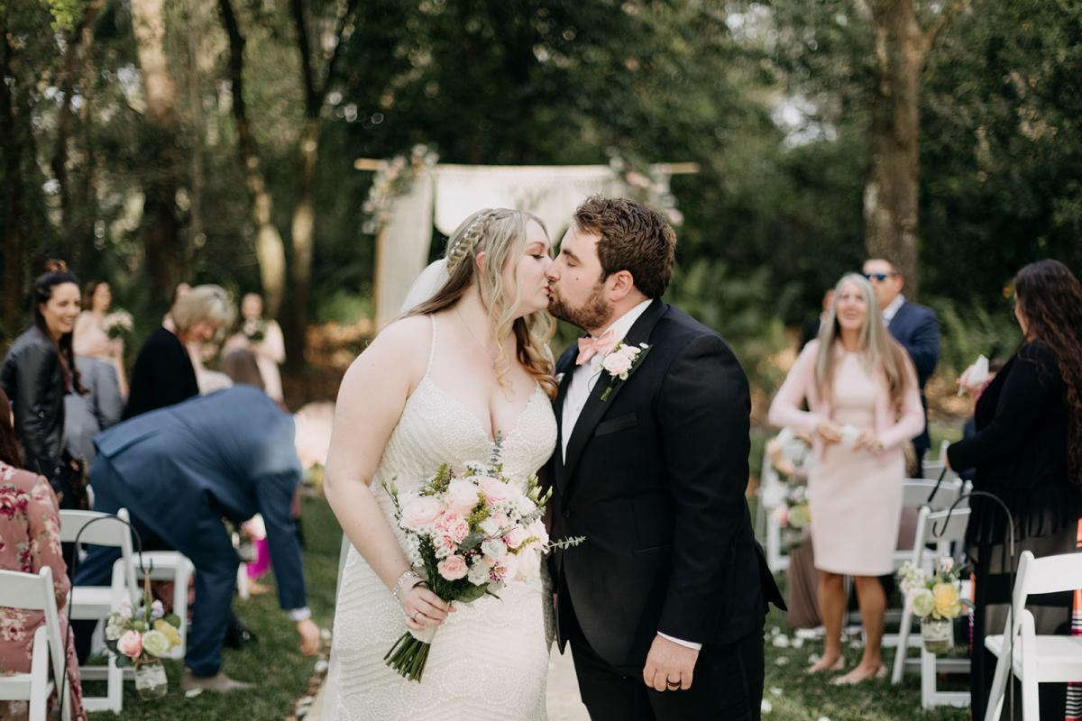 Ceremony kiss