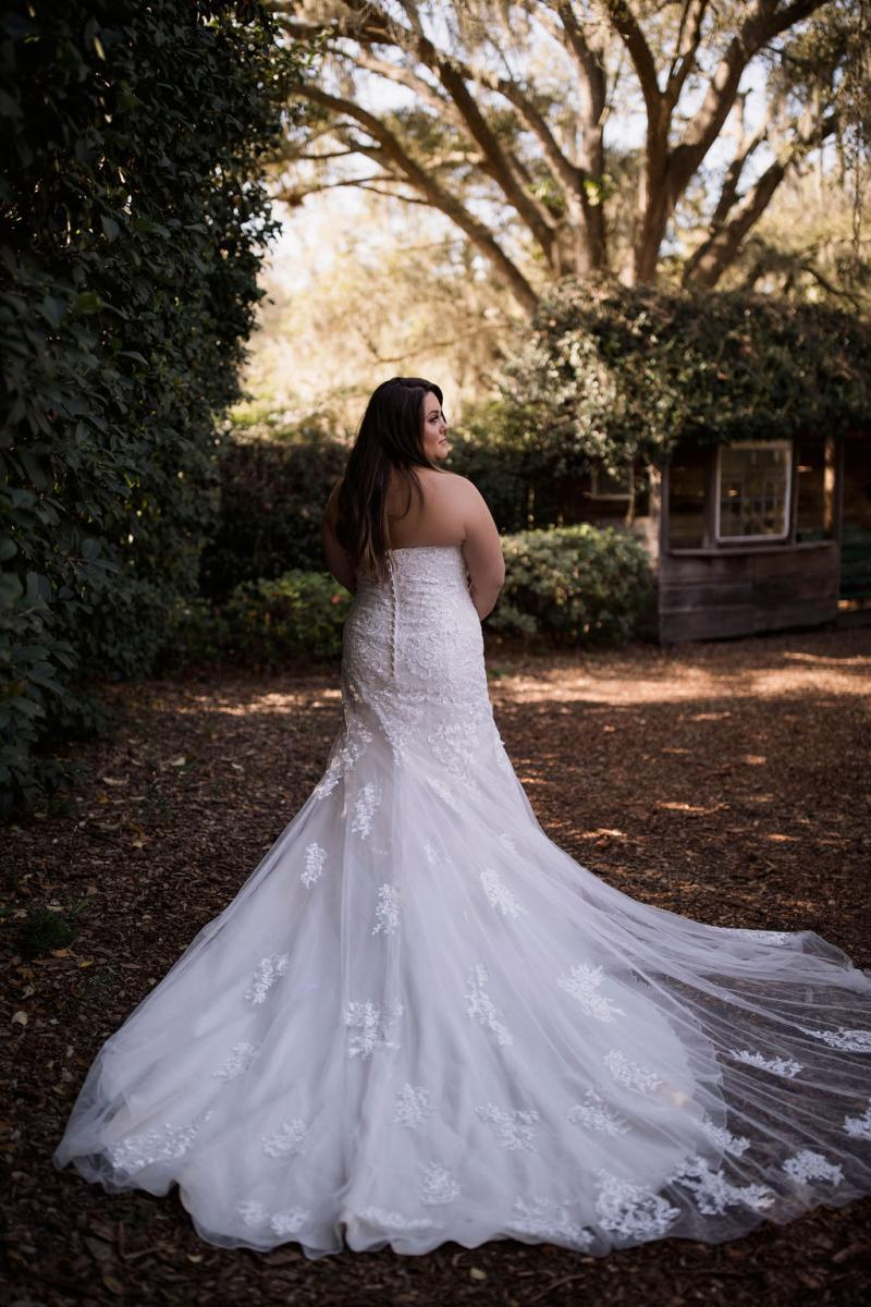 Taryn's gorgeous wedding dress!