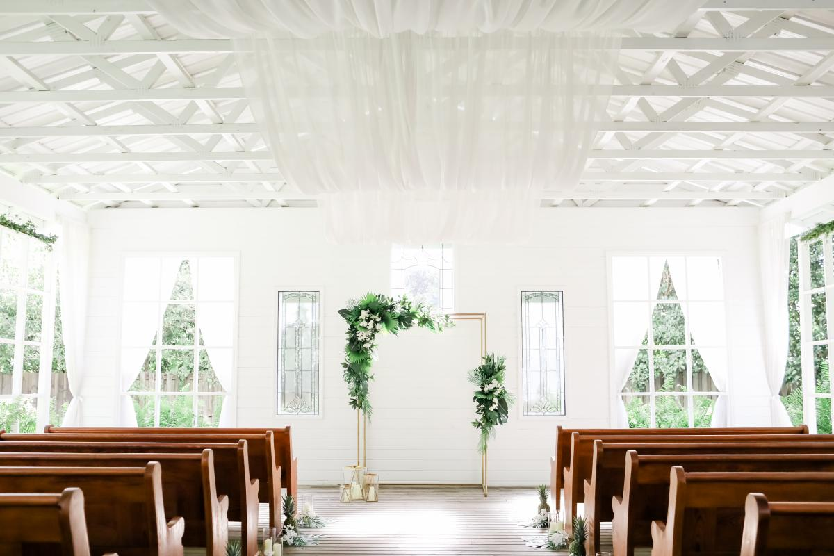 Fresh Tropical Styled Shoot in the Chapel