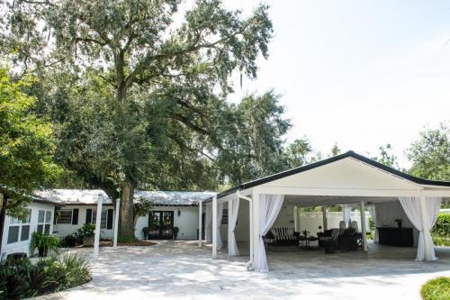 Outdoor Intimate Wedding Venue in Florida